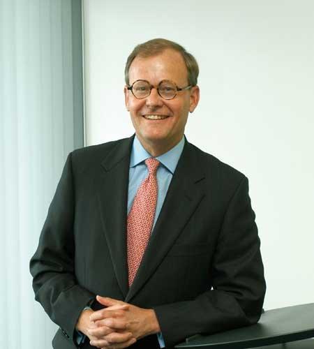 跟CFO学投资–专访伊顿公司副董事长理查德.费伦