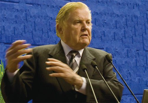 蒙代尔:世界需要人民币